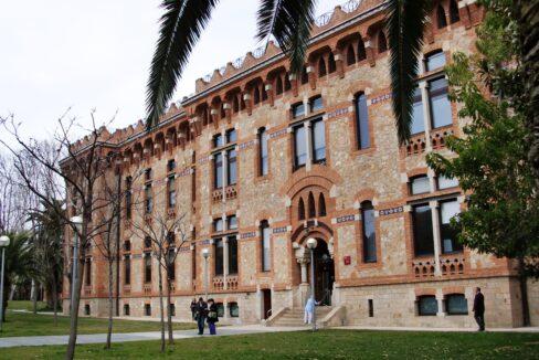 Casa_provincial_de_la_Maternitat_(Barcelona)_-_4